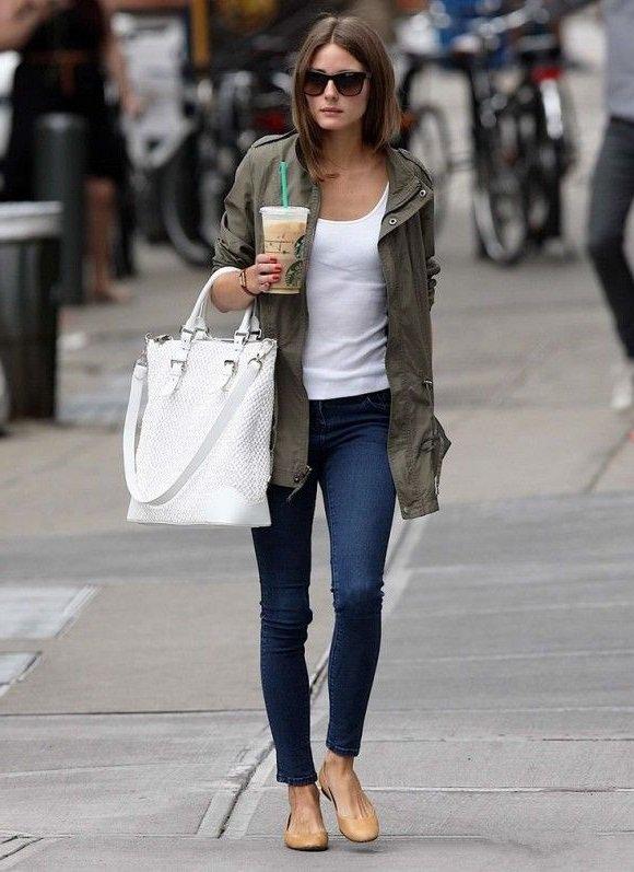 Оливия Палермо в жакете, джинсах и балетках, лук в стиле милитари