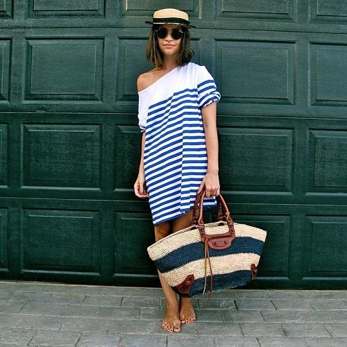 Девушка в полосатой тунике и шляпе
