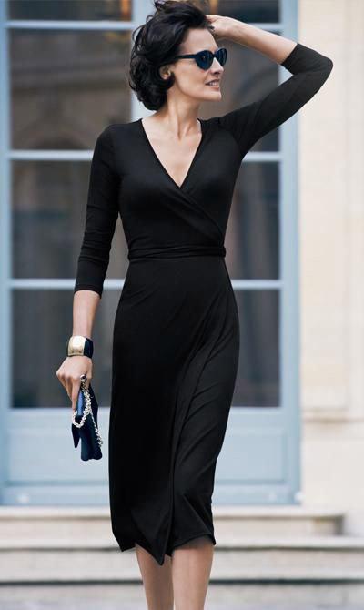 Инес Де Ла Фрессанж в черном платье по колено