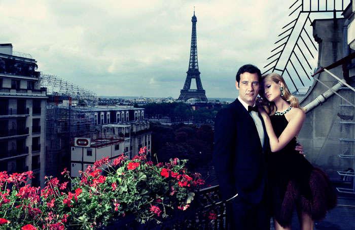 Молодая пара одетые в стиле французский шик