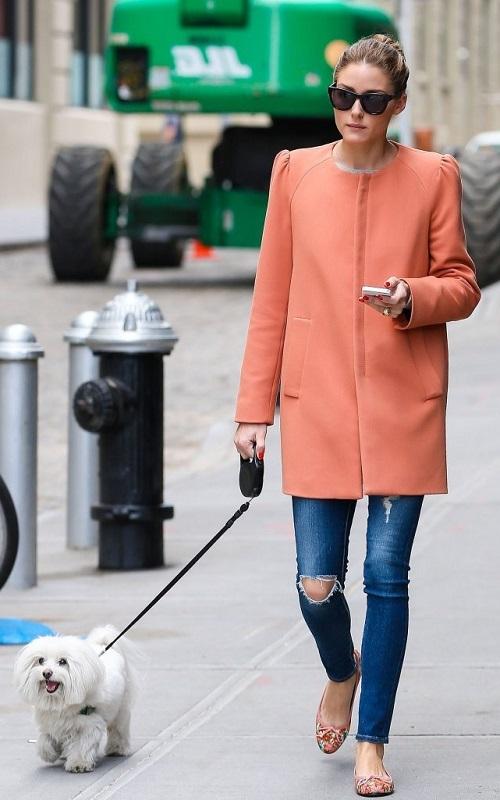 Оливия Палермо прогуливается со своей собачкой, Нью-Йорк