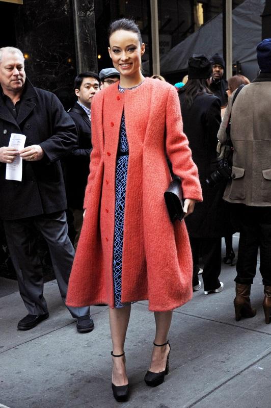 Оливия Уайлд во время Calvin Klein фашион шоу в Нью-Йорке