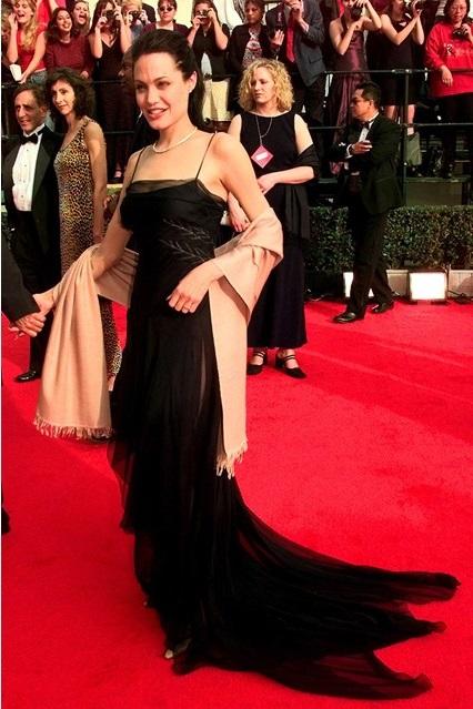 Анджелина джоли черное  фото
