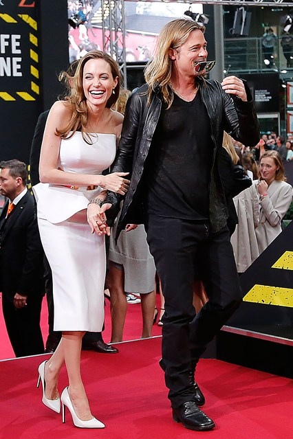 Анджелина Джоли в белом платье с баской от Ralph & Russo, рядом Бред Питт
