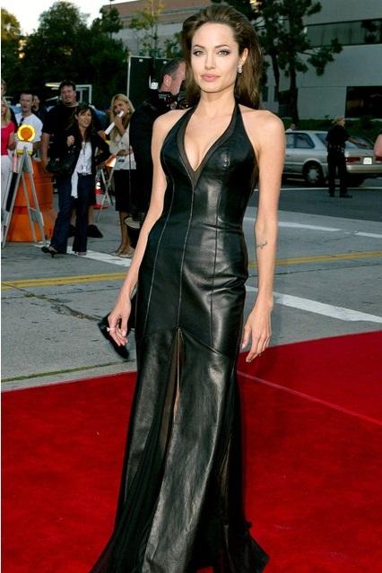 Анджелина Джоли в кожаном платье в пол изумрудного оттенка, 2005 год