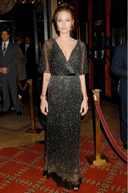 Анджелина Джоли в мерцающем платье от Reem Acra, 2006 год