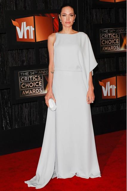 Анджелина Джоли в платье в пол от Max Azria