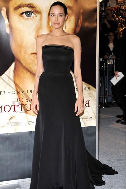 Анджелина Джоли в платье в пол от Versace, 2008 год
