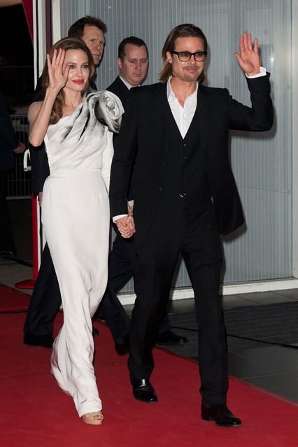 Анджелина Джоли в роскошном ассиметричном платье из коллекции Ralph & Russo, рядом Бред Питт