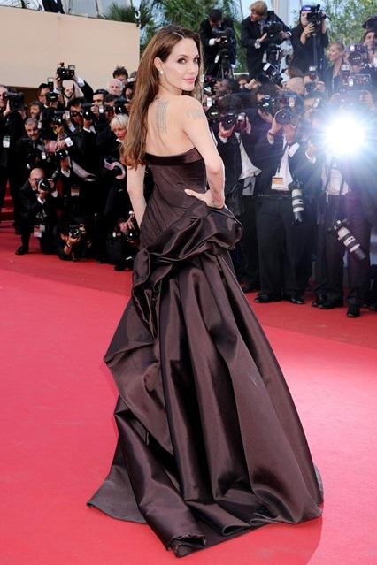 Черное кружевное платье версаче