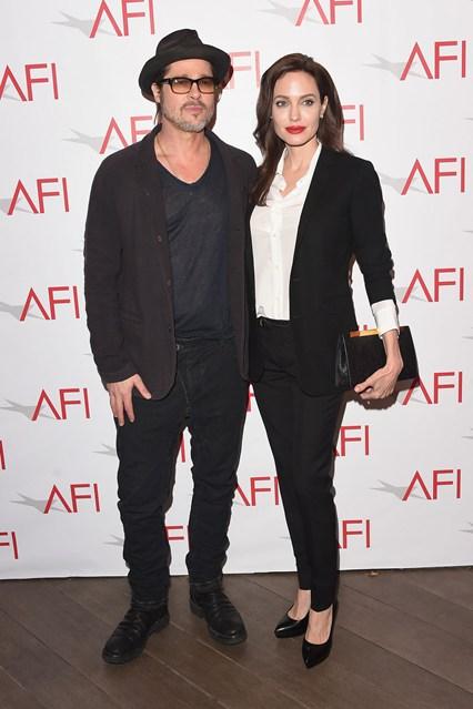 Анджелина Джоли вместе со своим мужем одеты в классических образах