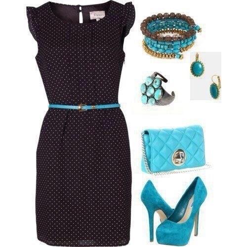 Черное платье - удивительная вещь. Даже небесно-голубой цвет его не пугает