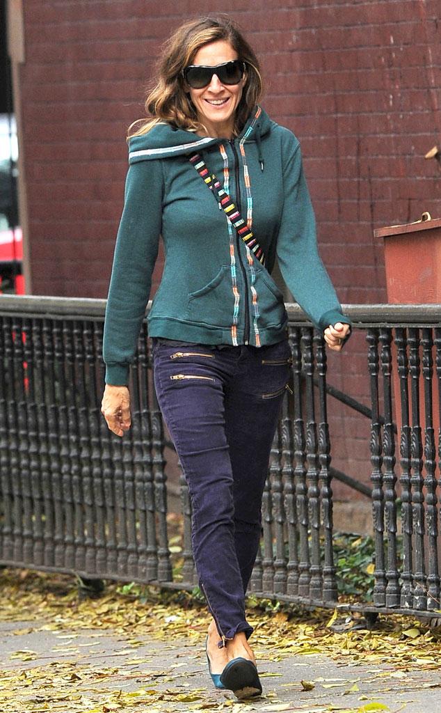 Сара Джессика Паркер в пурпурных джинсах и олимпийке