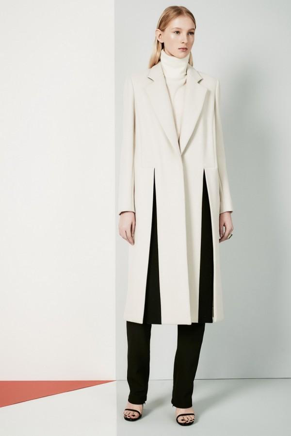 Белое пальто с черными вставками - тенденции моды осень/зима 2015/2016