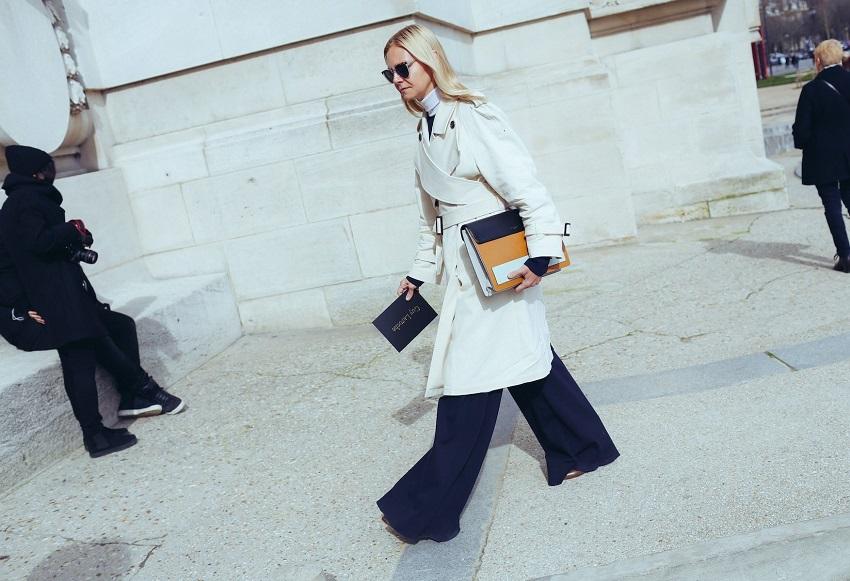 Белый плащ и широкие брюки отлично подойдут для офиса
