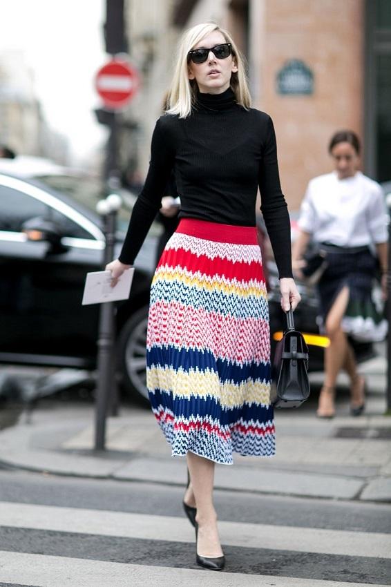 Без яркого пятна в виде цветастой юбки образ наверняка был бы скучным