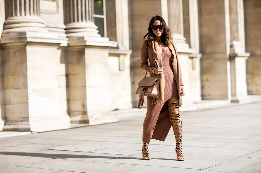Смелый крой платья и сапогов вовсе не выглядят вульгарно!