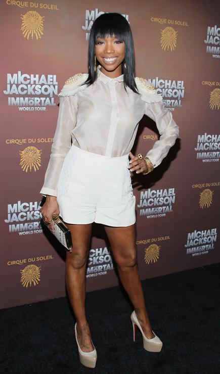 Брэнди в белой прозрачной блузке