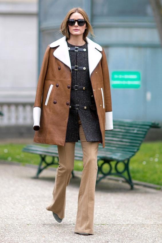Брюки клеш и коричневая куртка