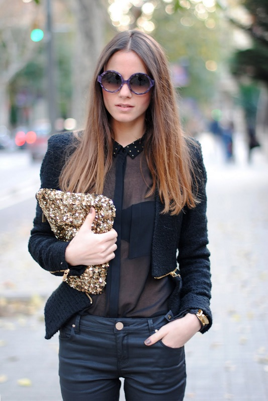 девушка в чёрной прозрачной рубашке