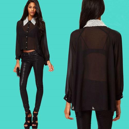 Девушка в черной прозрачной блузке и лосинах