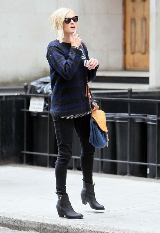 Девушка в черных джинсах и свитшоте