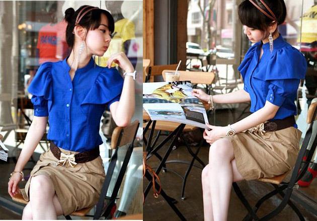 Девушка в синей блузке и песочной юбке