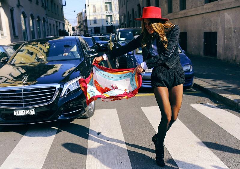 Если бы тореадоры разгуливали по улицам Милана, то они выглядели бы так. И укрощали бы мерседесы