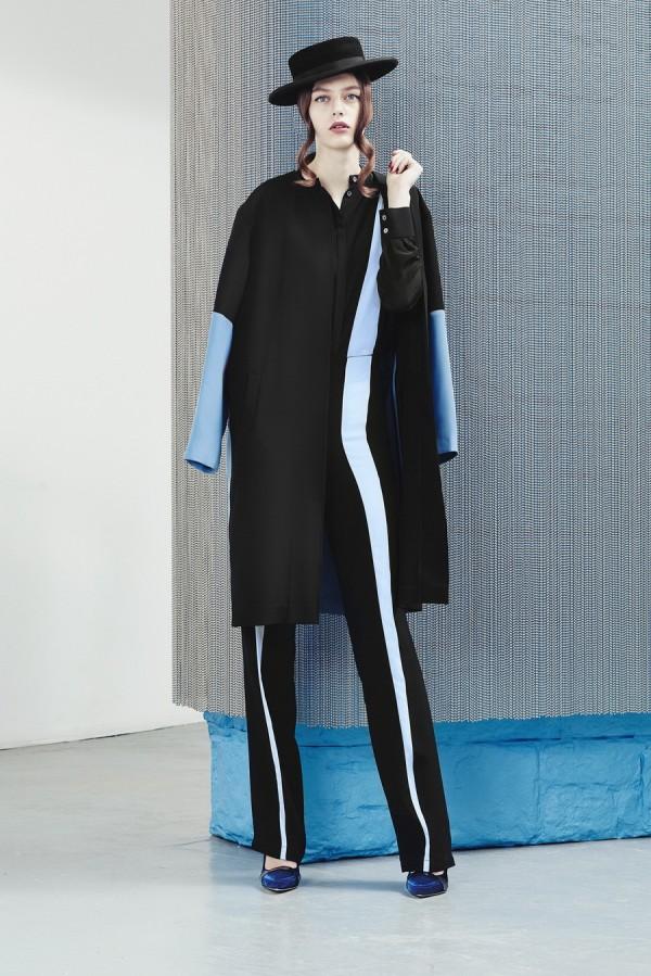 Ковер-ап с голубыми рукавами - тенденции моды осень/зима 2015/2016