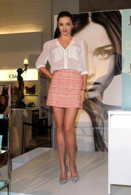 Миранда Керр в прозрачной белой блузке