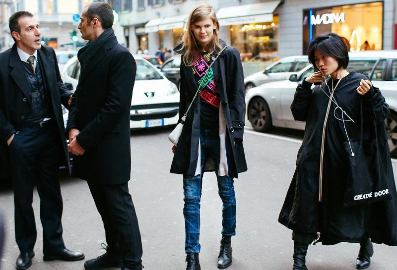 Неважно какие принты на вашей одежде, греческие или постмодернистские. Главное, чтобы они были РАЗНОЦВЕТНЫМИ