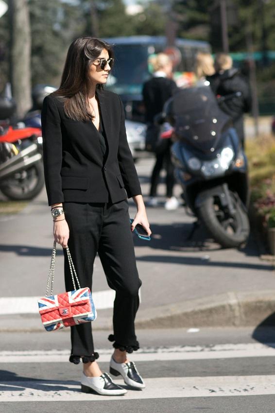 Офисный вариант, черный строгий пиджак и брюки по щиколодку