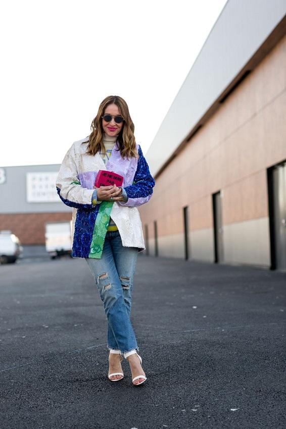 Рваные джинсы и куртка со вставками