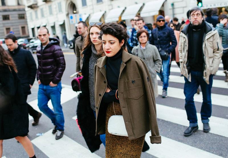 Шерстяным может быть не только пальто, но и юбка- карандаш. И это настоящая находка в холодный день
