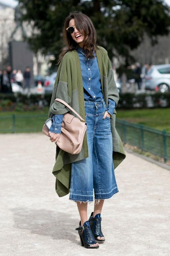 Широкие джинсовые бриджы и накидка-пальто