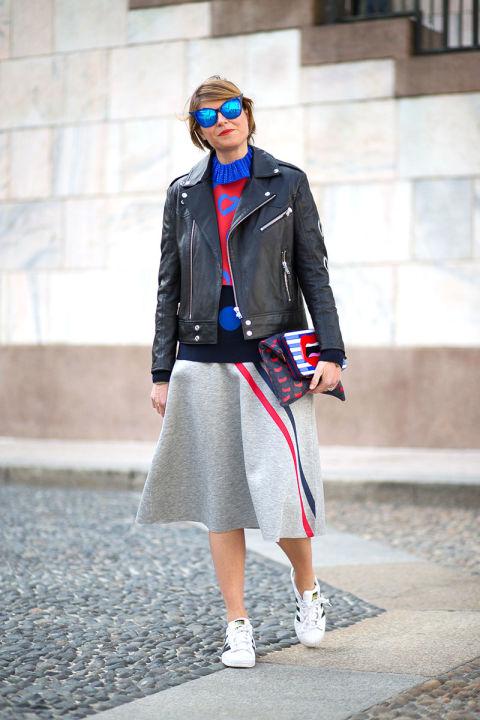 Спортивные полоски на юбке, умопомрачительные очки, сумочка...Браво, Диего Зуко!