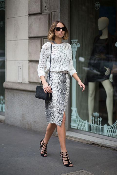 Укороченный свитер, юбка-карандаш с анималистичным принтом, изящные босоножки...Очень удачный повседневный образ
