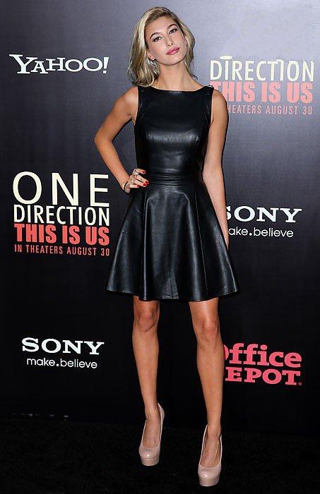 Дочь Стивена Болдуина, Хэйли в коротком черном кожаном платье