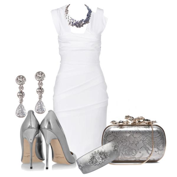 Белое платье и серебряные аксессуары