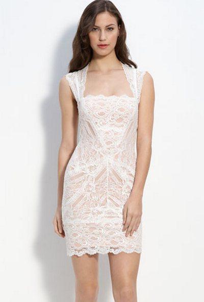 Девушка - шатенка в белом платье