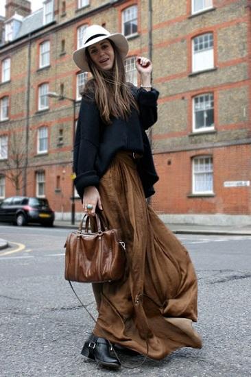 Девушка в длинной юбке и ассиметричном свитере
