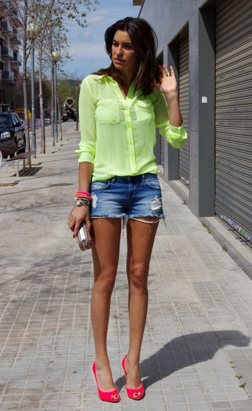 Фотки девушек в джинсовых шортах с очень большими попами фото 699-257