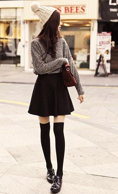 девушка с коротким юбкои