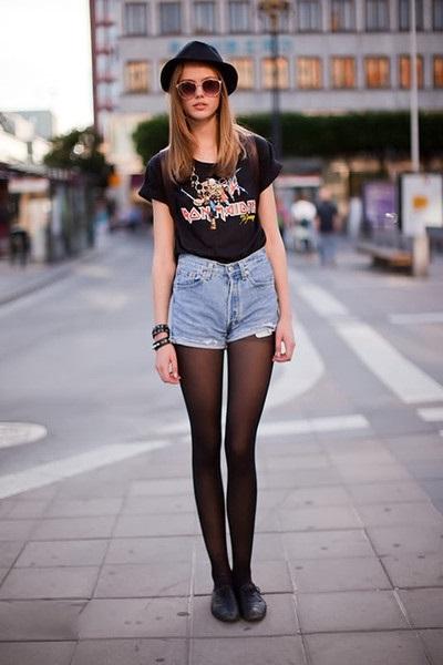 Фотография девушек в капроновых колготках разного цвета и в шортиках под колготки фото 464-876