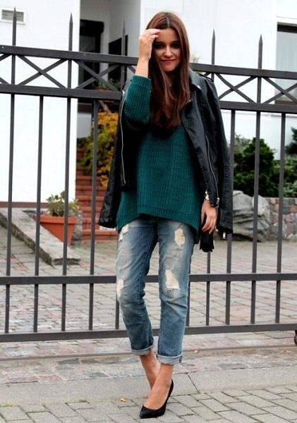 Девушка в зеленом свитере оверсайз