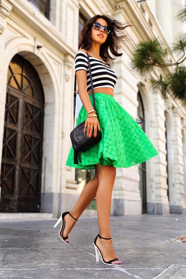Красивые футболки фото для девушек под зеленую юбку фото 373-556