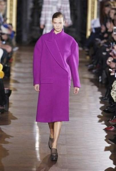 Фиолетовое пальто оверсайз