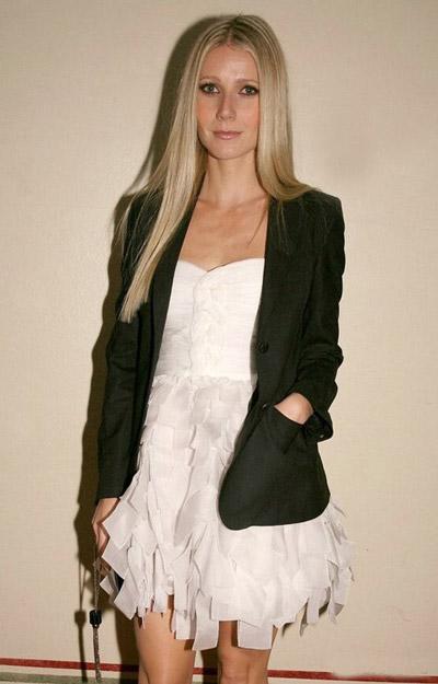 Гвинет Пэлтроу в белом платье и пиджаке