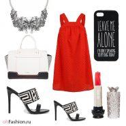 красное платье черно-белые сабо.