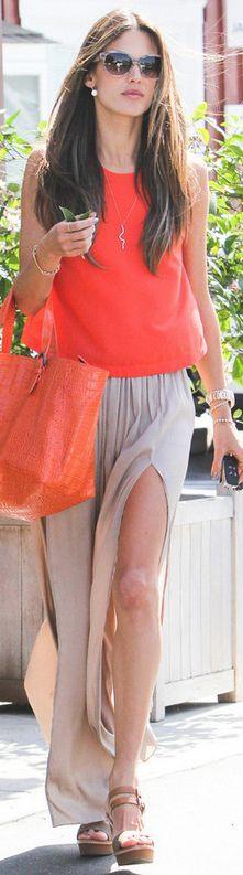 Алессандра Амбросио в юбке с разрезом и алом топе